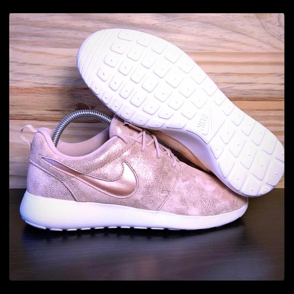 Nike Shoes | Rose Gold Roshe Running